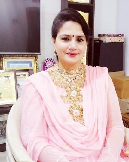 Dr Edupuganti Padmaja Rani an Astrologer and Vastu Consultant recieved Iconic International Women Award 2021 by SDP IAWA and Amar Cine Productions