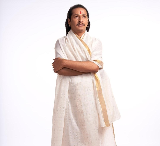 UPLIFT YOURSELF IN COLORS WITH THE MOST INFLUENTIAL SPIRITUAL GURU – SRI SRI SANTOSHI BABA aka SRI JAGATGURU