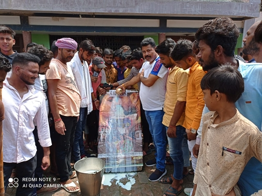 The poster of Bhojpuri's Rajinikanth Hit Machine Khesari Lal Yadav's Chori Chori Chupke Chupke was showered by the fans with milk